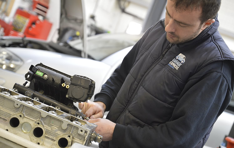 expert car engine technicians