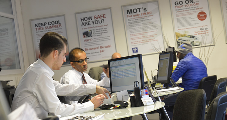 london car servicing reception team